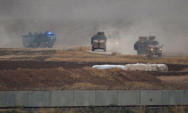 Συρία : Η στιγμή που τουρκικό τεθωρακισμένο πατά κούρδο διαδηλωτή | tovima.gr