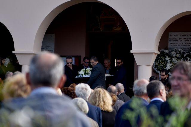 Συγκίνηση στο τελευταίο αντίο στον Περικλή Βασιλάκη | tovima.gr
