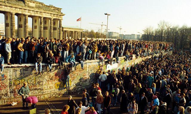 9 Νοεμβρίου 1989 : Οταν έπεσε το Τείχος του Βερολίνου | tovima.gr