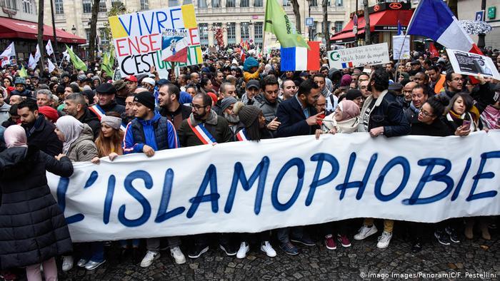 Παρίσι : Χιλιάδες στους δρόμους κατά της ισλαμοφοβίας | tovima.gr