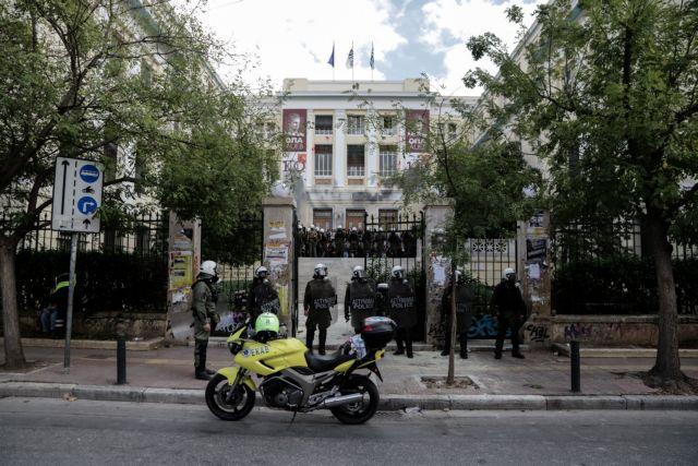 ΑΣΟΕΕ: Η έφοδος της Αστυνομίας δυναμιτίζει το κλίμα ενόψει Πολυτεχνείου | tovima.gr