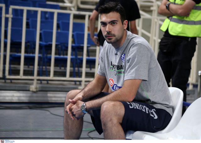 Σλούκας : Αντιδράσεις επειδή δεν κράτησε το πανό για τον Κεμάλ – Τα εμετικά σχόλια και η απάντησή του ίδιου | tovima.gr