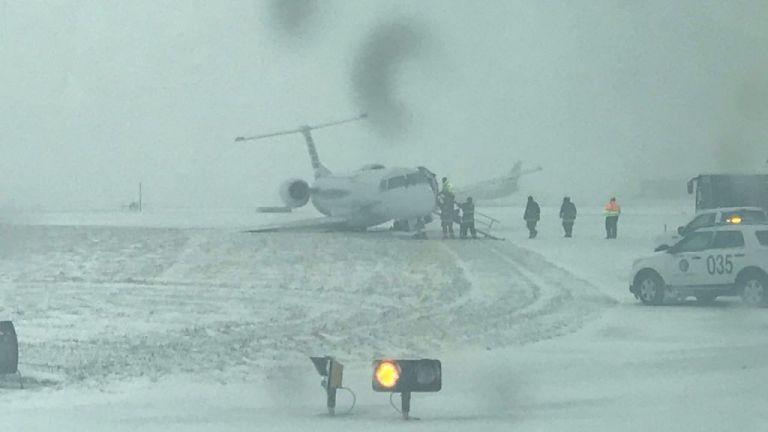 Σικάγο: Αεροσκάφος γλίστρησε στον παγωμένο διάδρομο | tovima.gr