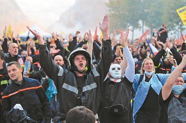 Ενας κόσμος σε αναβρασμό –  Τα αίτια πίσω από το κύμα παγκόσμιων διαδηλώσεων | tovima.gr