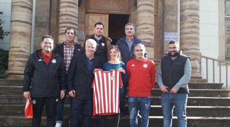 Ολυμπιακός : Επίσκεψη αντιπροσωπείας της Ακαδημίας στην σχολή της Χίου | tovima.gr
