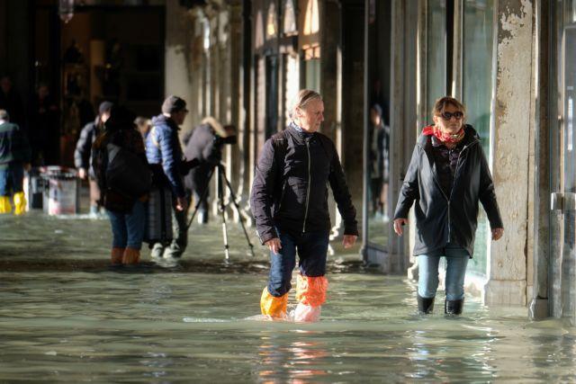 Βενετία : Ανέβηκαν τα νερά, ήχησαν οι σειρήνες, μεγάλη η καταστοφή | tovima.gr