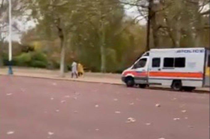 Βρετανία – Μπάκιγχαμ : Ύποπτο αυτοκίνητο έξω από το παλάτι | tovima.gr
