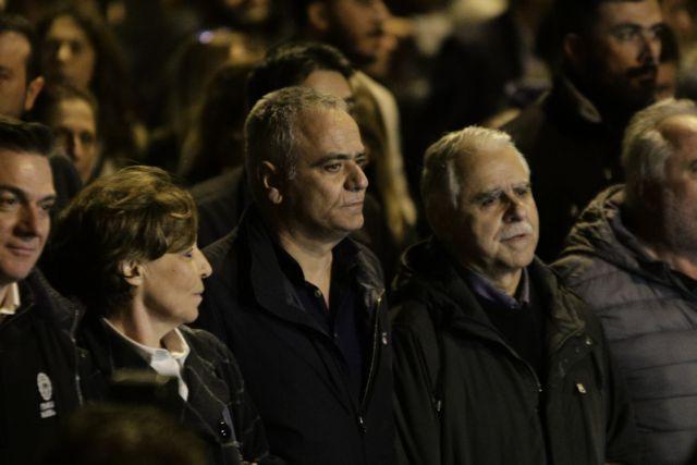 Αποδοκιμασίες κατά στελεχών του ΣΥΡΙΖΑ έξω από την πρεσβεία των ΗΠΑ   tovima.gr