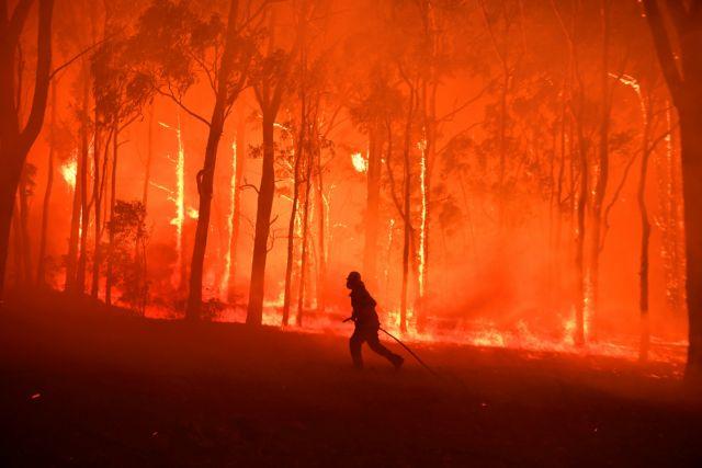 Αυστραλία : Στο «σκοτάδι» χιλιάδες νοικοκυριά εξαιτίας των πύρινων μετώπων | tovima.gr