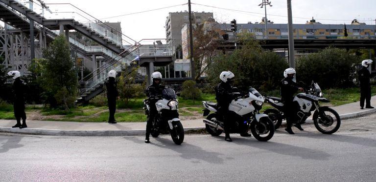 Τροχαίο με αστυνομικούς της ΔΙΑΣ στη λεωφόρο Βραυρώνας | tovima.gr