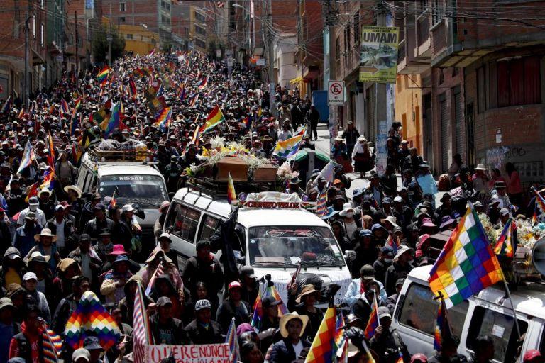 Βολιβία : Οι συνομιλίες κυβέρνησης και διαδηλωτών «ανοίγουν» τους δρόμους   tovima.gr