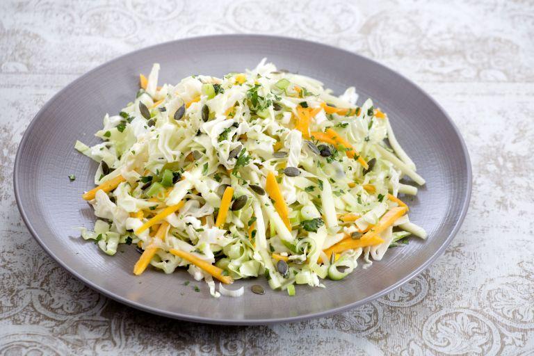 Λαχανοσαλάτα με κολοκύθα και δυόσμο | tovima.gr