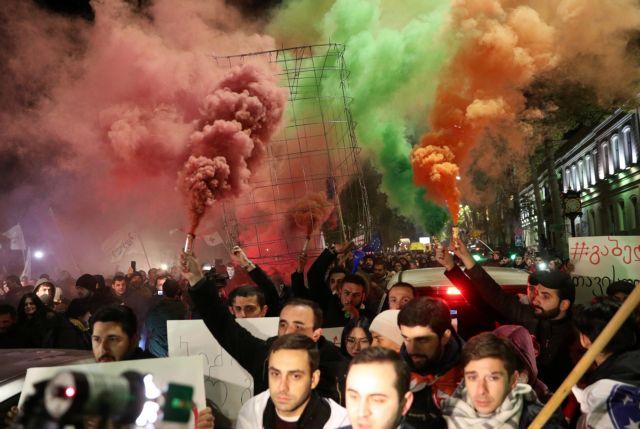 Αντικυβερνητικές διαδηλώσεις στην Γεωργία : Ζητούν «Αλλαγή» και «Παραίτηση»   tovima.gr