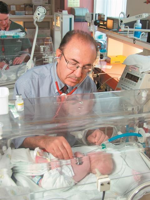 Απόστολος Παπαγεωργίου : Ο «σωτήρας» των… βιαστικών μωρών   tovima.gr