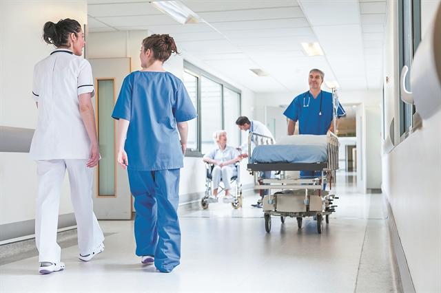 Το αφήγημα της αξιολόγησης «κατέληξε» στα νοσοκομεία | tovima.gr
