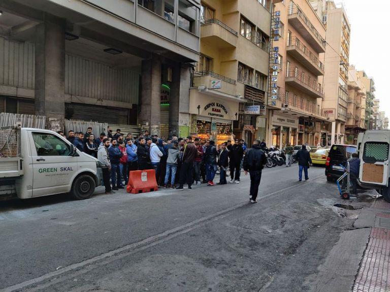 Ομόνοια : Αναστάτωση με άνδρα που έβριζε τον Αλλάχ – Συγκέντρωση έξω από το Αστυνομικό Τμήμα   tovima.gr