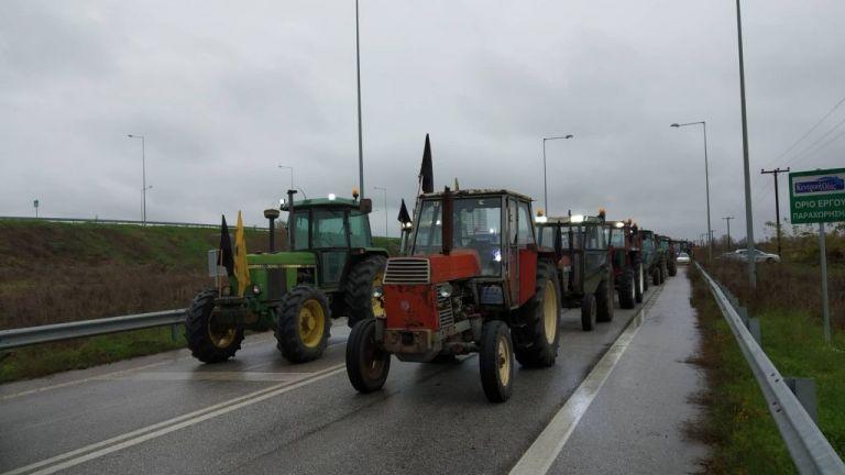 Η αστυνομία μπλόκαρε το… μπλόκο των αγροτών στην Καρδίτσα | tovima.gr