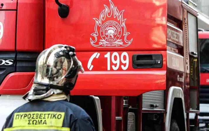 Φωτιά σε εγκαταλελειμμένο κτίριο στη Θεσσαλονίκη   tovima.gr