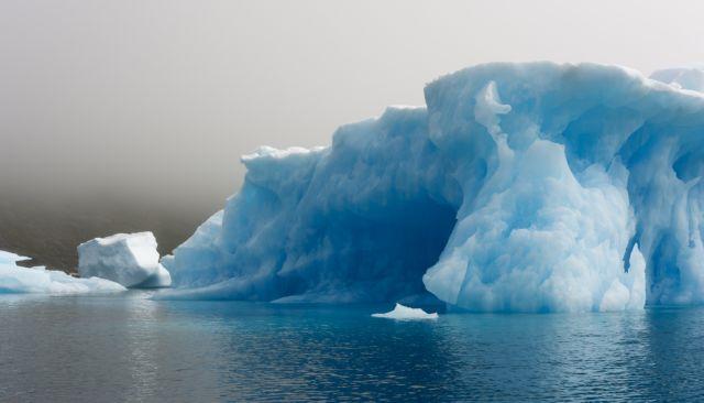 Ο πλανήτης εκπέμπει SOS: Η Γροιλανδία χάνει πάγους 7 φορές πιο γρήγορα από τη δεκαετία του ΄90 | tovima.gr