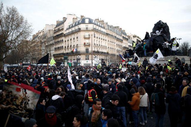 Γαλλία:  Σε έκτη συνεχόμενη ημέρα απεργίας για το συνταξιοδοτικό | tovima.gr