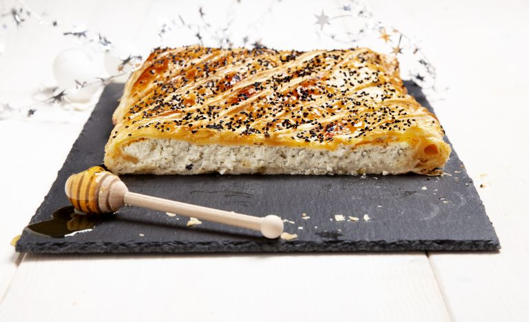 Τυρόπιτα με άνηθο, μέλι και μαυροκούκι | tovima.gr