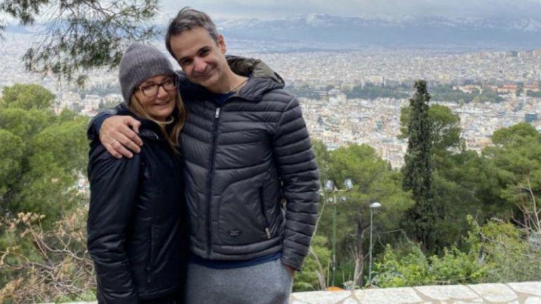 Μητσοτάκης: Η πρωτοχρονιάτικη ευχή από το Λυκαβηττό με τη Μαρέβα | tovima.gr