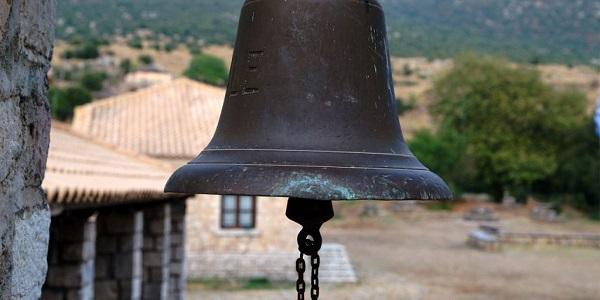 Πύργος: Πένθιμα χτύπησε η καμπάνα τα μεσάνυχτα της Πρωτοχρονιάς   tovima.gr