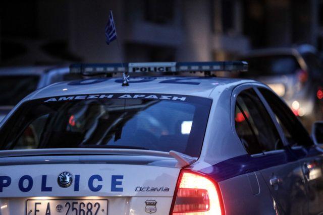 Πετράλωνα: Στη φυλακή μετά την απολογία του ο 21χρονος που τεμάχισε τον νονό του | tovima.gr