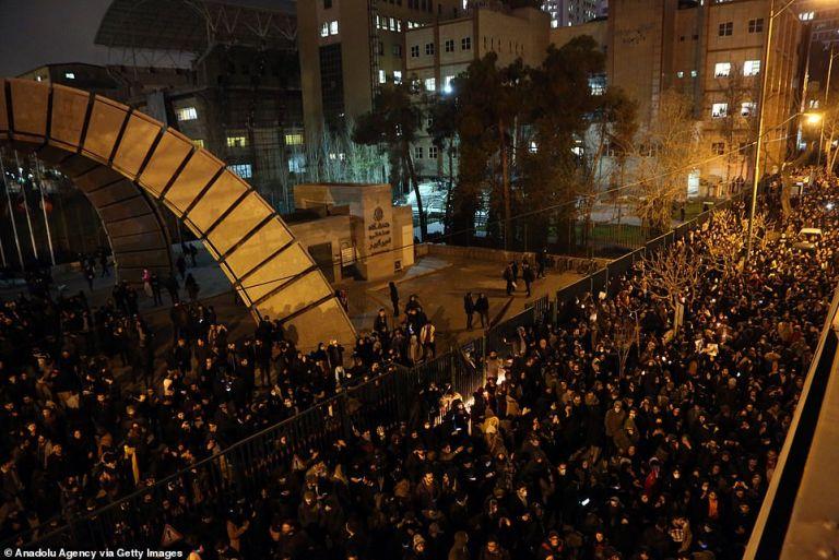 Ιράν: Διεθνής αλλά και εσωτερική κατακραυγή για την κατάρριψη του boeing | tovima.gr