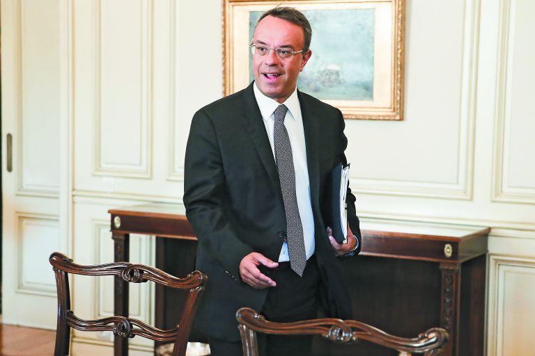 Λιγότεροι φόροι… περισσότερα όπλα – Ο Χρ. Σταϊκούρας καλείται να τετραγωνίσει τον κύκλο | tovima.gr