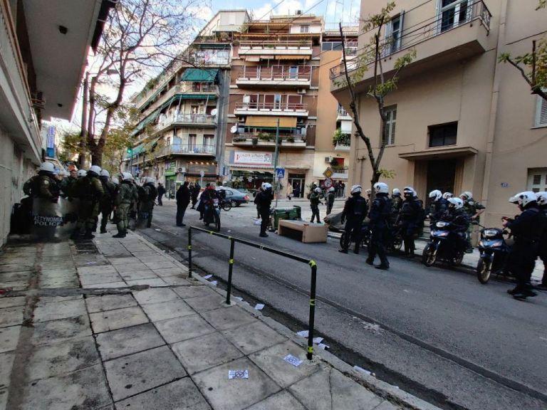 Ινδαρές: Η νέα επιχείρηση στο Κουκάκι, η αστυνομική βία και τα ευρήματα στη κάταληψη της Ματρόζου | tovima.gr