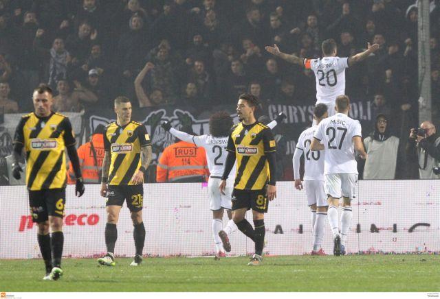 Εκνευρισμένοι με τη διαιτησία της Τούμπας οι παίκτες της ΑΕΚ | tovima.gr