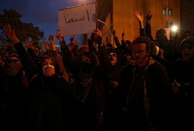 Ιράν: Οι αρχές διαψεύδουν διαδηλωτές που καταγγέλλουν πυροβολισμούς   tovima.gr