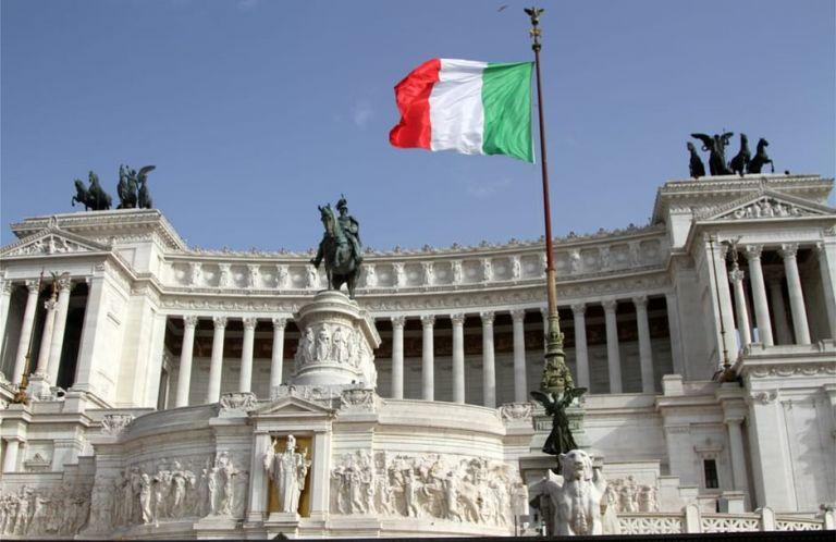 Ιταλία: Με τη σύνταξη του παππού επιβιώνουν πάνω από 7 εκ. νοικοκυριά   tovima.gr