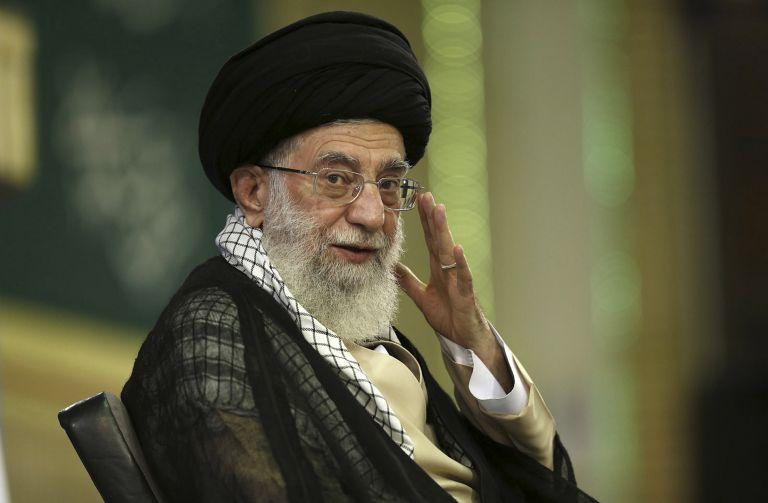 Λαϊκή οργή έναντι του ανώτατου πνευματικού ηγέτη του Ιραν | tovima.gr