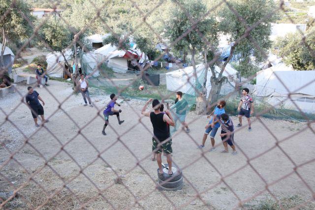 Μόρια: Νεκρός εικοσάχρονος πρόσφυγας μετά από συμπλοκή | tovima.gr