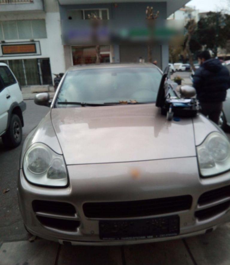 Μετέφερε αλλοδαπούς με πολυτελές αυτοκίνητο | tovima.gr
