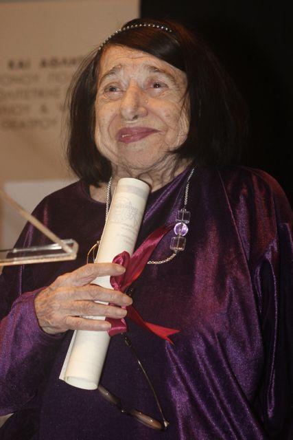 Πέθανε η ποιήτρια Κατερίνα Αγγελάκη-Ρουκ | tovima.gr