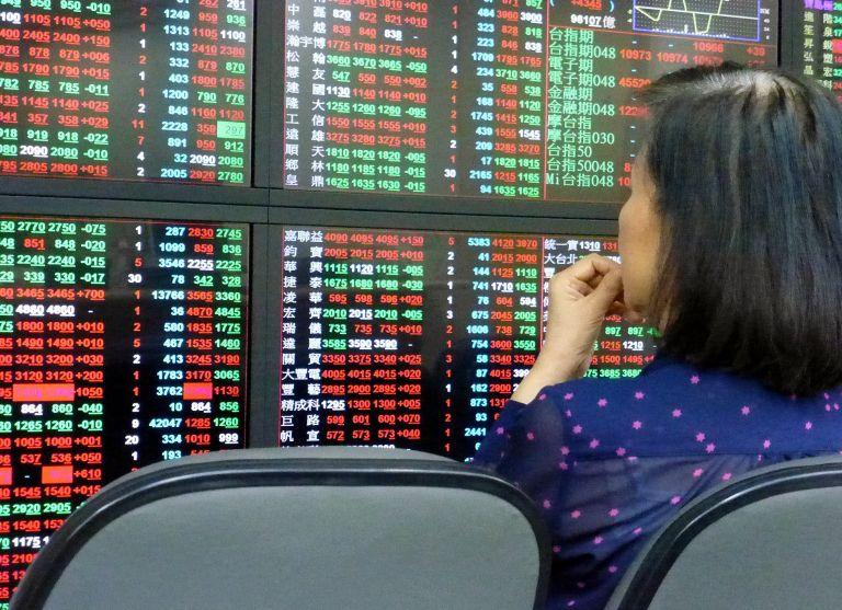 Ο κοροναϊός ανησυχεί τους επενδυτές – Κατρακυκλούν οι ασιατικές αγορές | tovima.gr