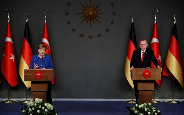 Ερντογάν σε Μέρκελ: Η Τουρκία δεν εγκαταλείπει τον Σάρατζ – Τον στηρίζουμε με όλους τους τρόπους | tovima.gr