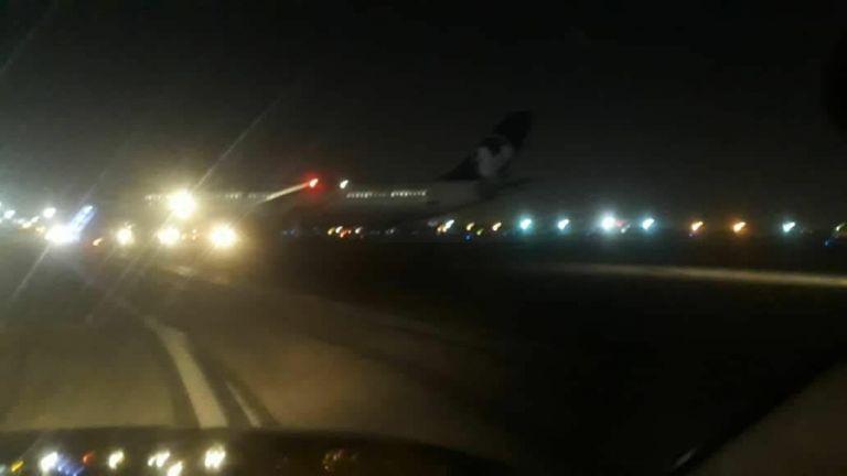 Ιράν : Αναγκαστική προσγείωση αεροσκάφους σε αεροδρόμιο της Τεχεράνης | tovima.gr