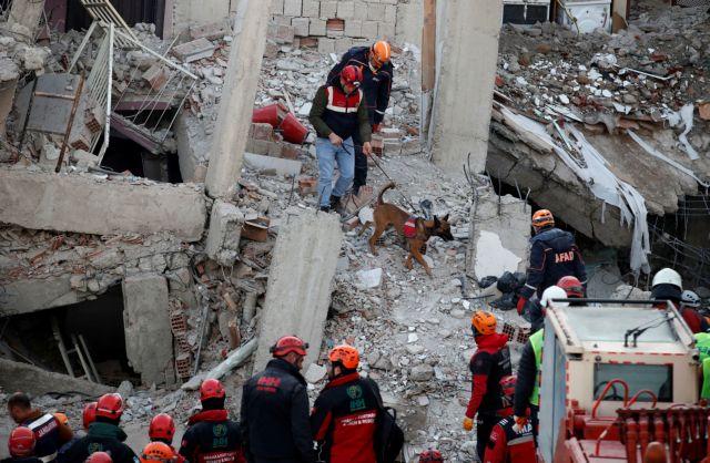 Σεισμός στην Τουρκία: Μειώνονται οι ελπίδες για επιζώντες – 38 νεκροί, πάνω από 1.600 τραυματίες | tovima.gr