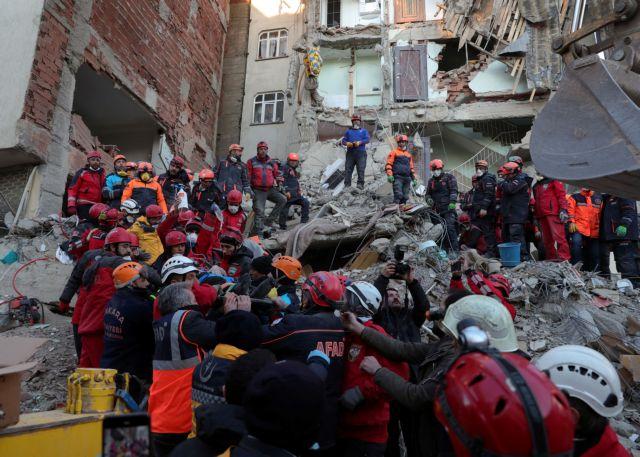 Τουρκία: Εξακολουθεί η «μάχη» για τον εντοπισμό επιζώντων – στους 31 οι νεκροί | tovima.gr