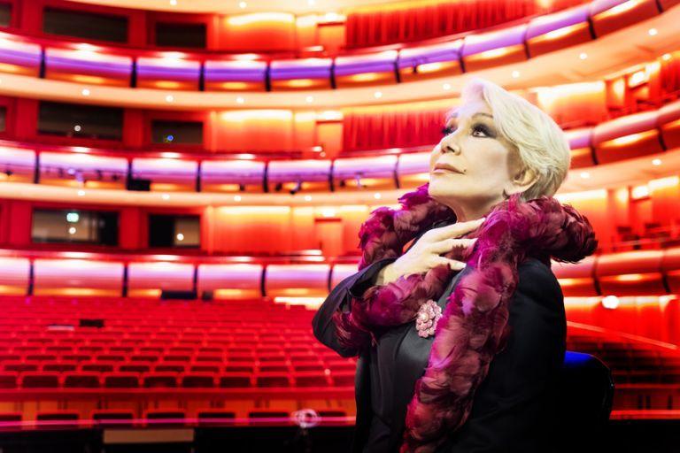 Μαρινέλλα: «Στη σκηνή δεν περπατάω, αιωρούμαι» | tovima.gr