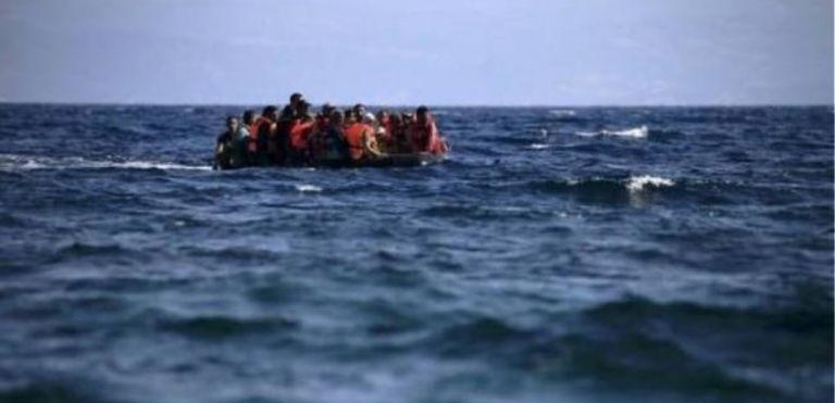 Μηταράκης: Μήνυμα ότι δεν είμαστε ξέφραγο αμπέλι το πλωτό φράγμα – ΣΥΡΙΖΑ: Θα μας βρείτε απέναντι | tovima.gr