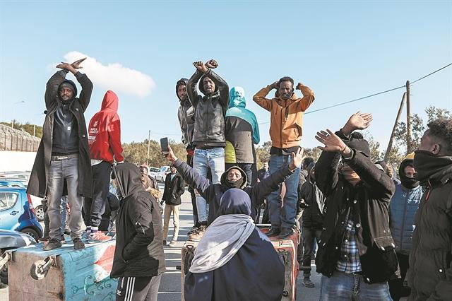 «Λερναία Υδρα» για την κυβέρνηση το Προσφυγικό | tovima.gr