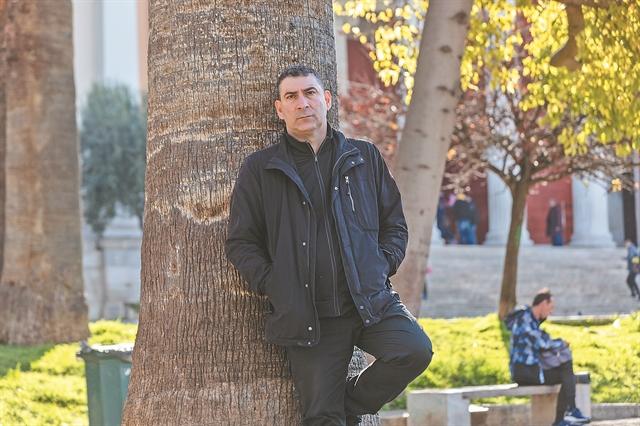«Θέλω να προκαλέσω σκεπτόμενο γέλιο» | tovima.gr