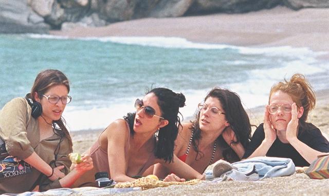 Κορίτσια στον ήλιο | tovima.gr