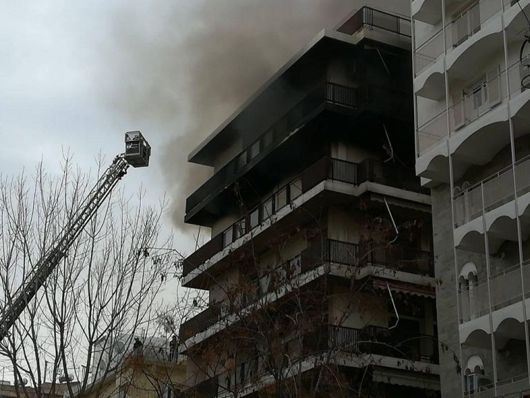 Παλαιό Φάληρο: Μεγάλη πυρκαγιά σε διαμέρισμα – απεγκλωβίστηκαν δύο γυναίκες | tovima.gr