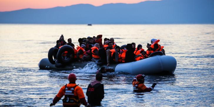 Προσφυγικό: Επιταχύνεται η δημιουργία κλειστών κέντρων στα νησιά – Πιλοτικό μέτρο τα πλωτά φράγματα   tovima.gr